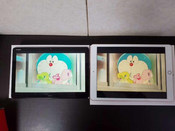 左がMediaPad M5 lite10.1と右がiPad10.2